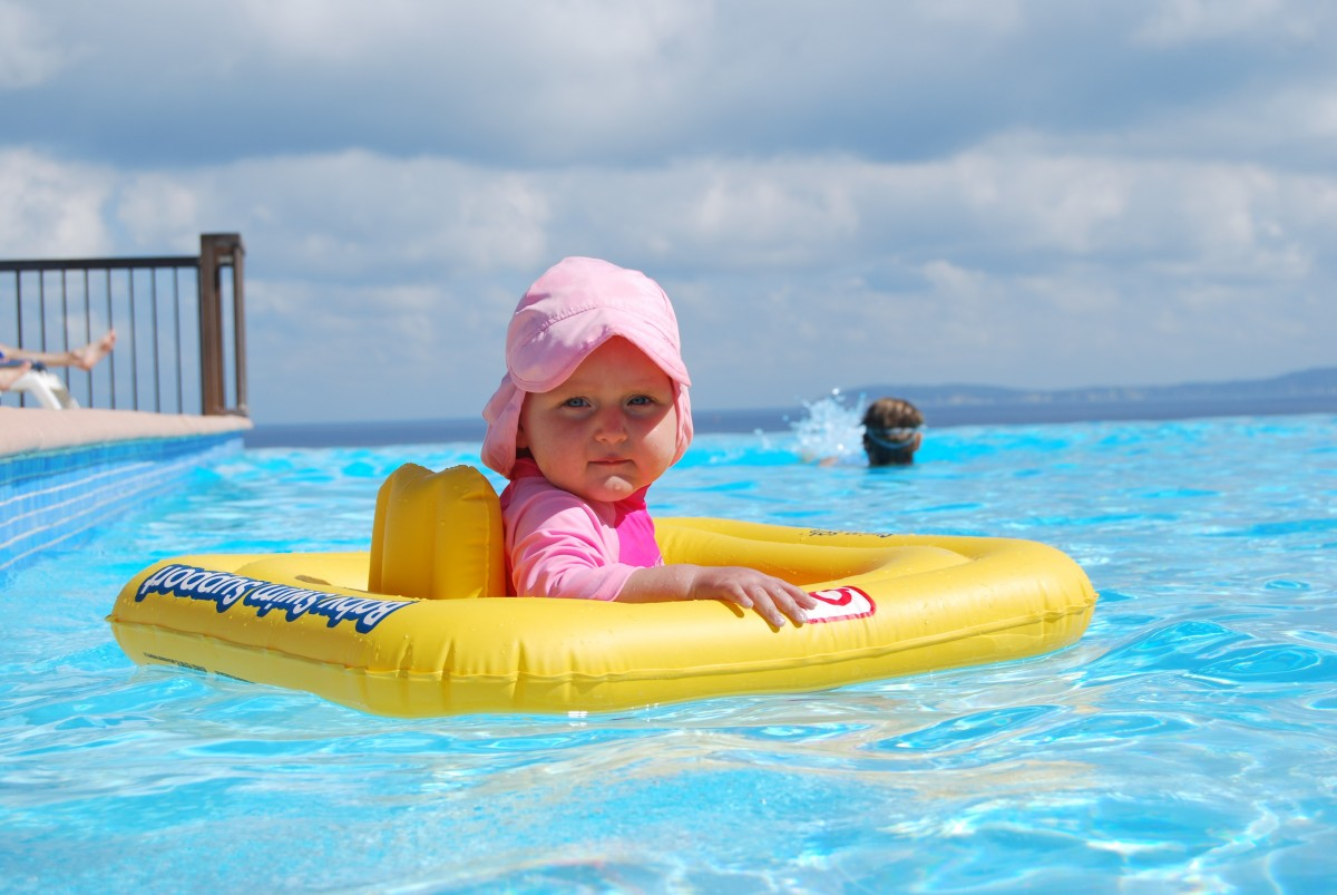 bebe-piscine